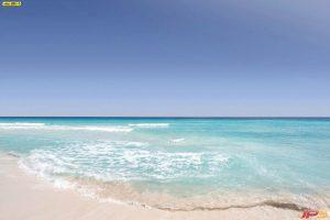 ภาพหาดทรายสีขาวกับทะเลสีฟ้า